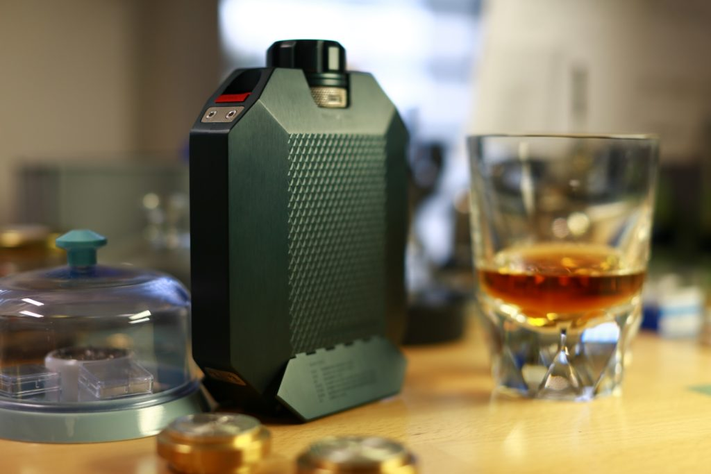 flasque-de-whisky-Macallan-x-Urwerk-indestructible-5