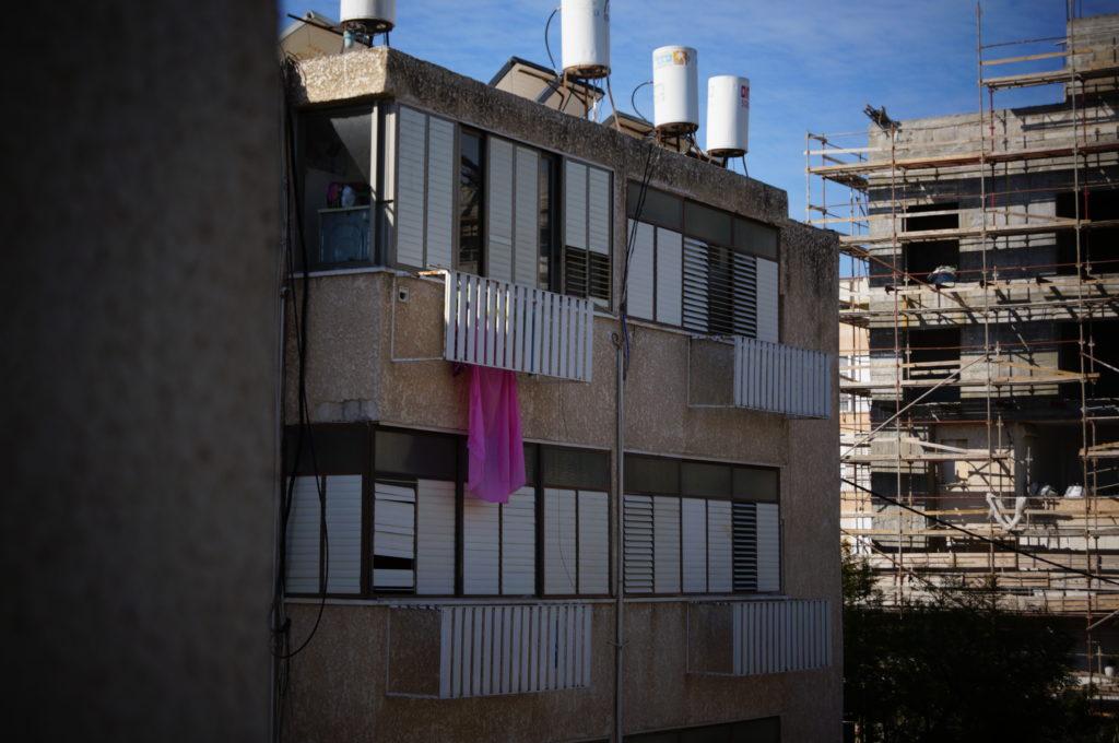 densifier-la-ville-et-construire-sur-les-toits-israel-renovation-extenstion-raanana-2