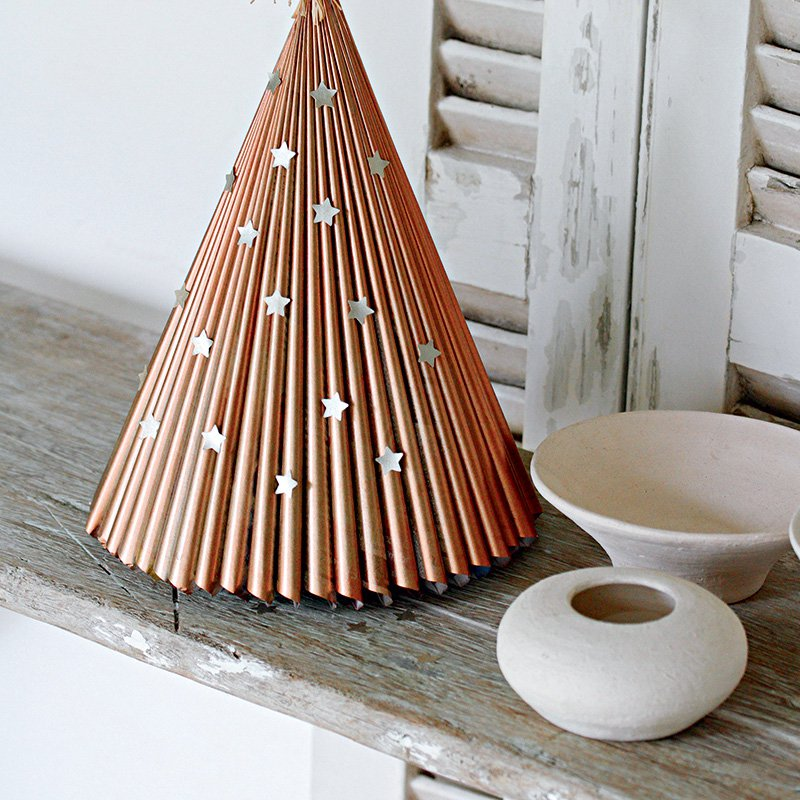un-sapin-de-noel-plus-vert-diy-zero-dechet-do-it-yourself-inspiration-tendance-tutoriel-upcycling-réinventer ses emballages de Isabelle Bruno et Christine Baillet
