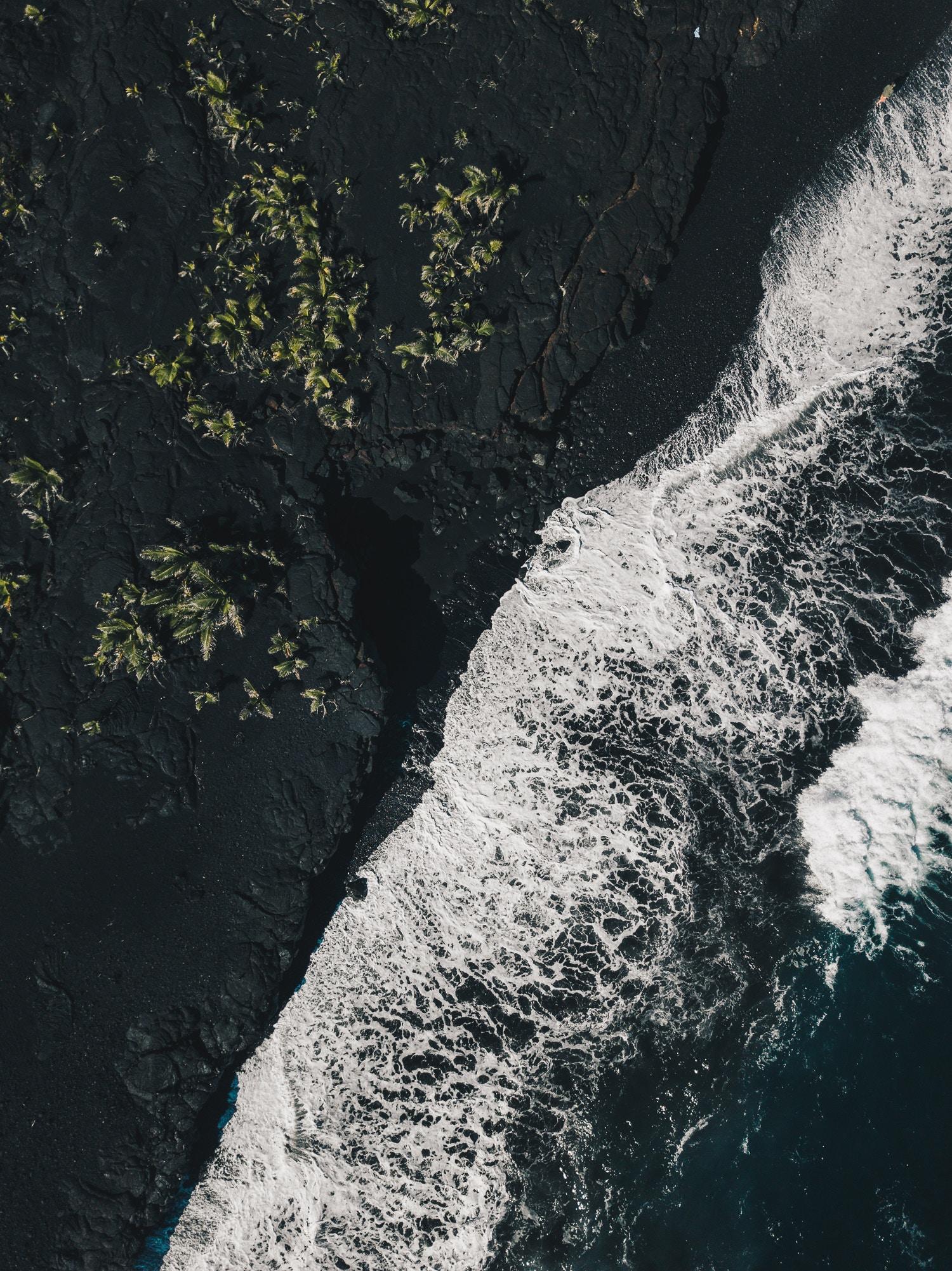 8-raisons-de-partir-en-vacances-a-hawai-plage-de-sable-noir