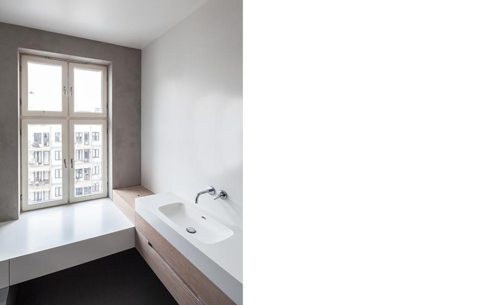 5-conseils-pour-desencombrer-la-salle-de-bain-minimalisme-hapticarchitects-067_idunsgate-apartment_photo-164_lpi