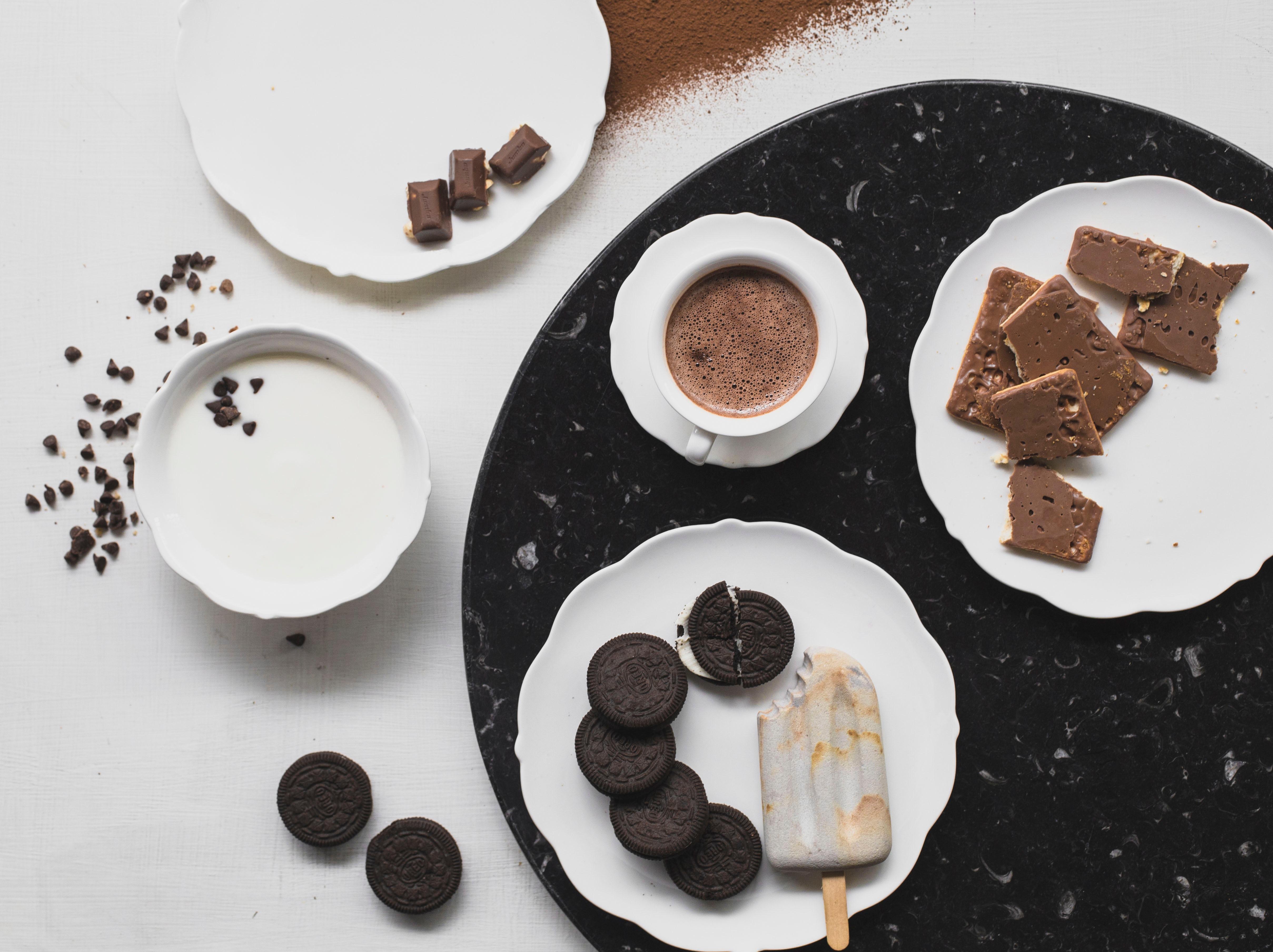 etre-heureux-celibataire-meme-jour-de-saint-valentin-manger-du-chocolat