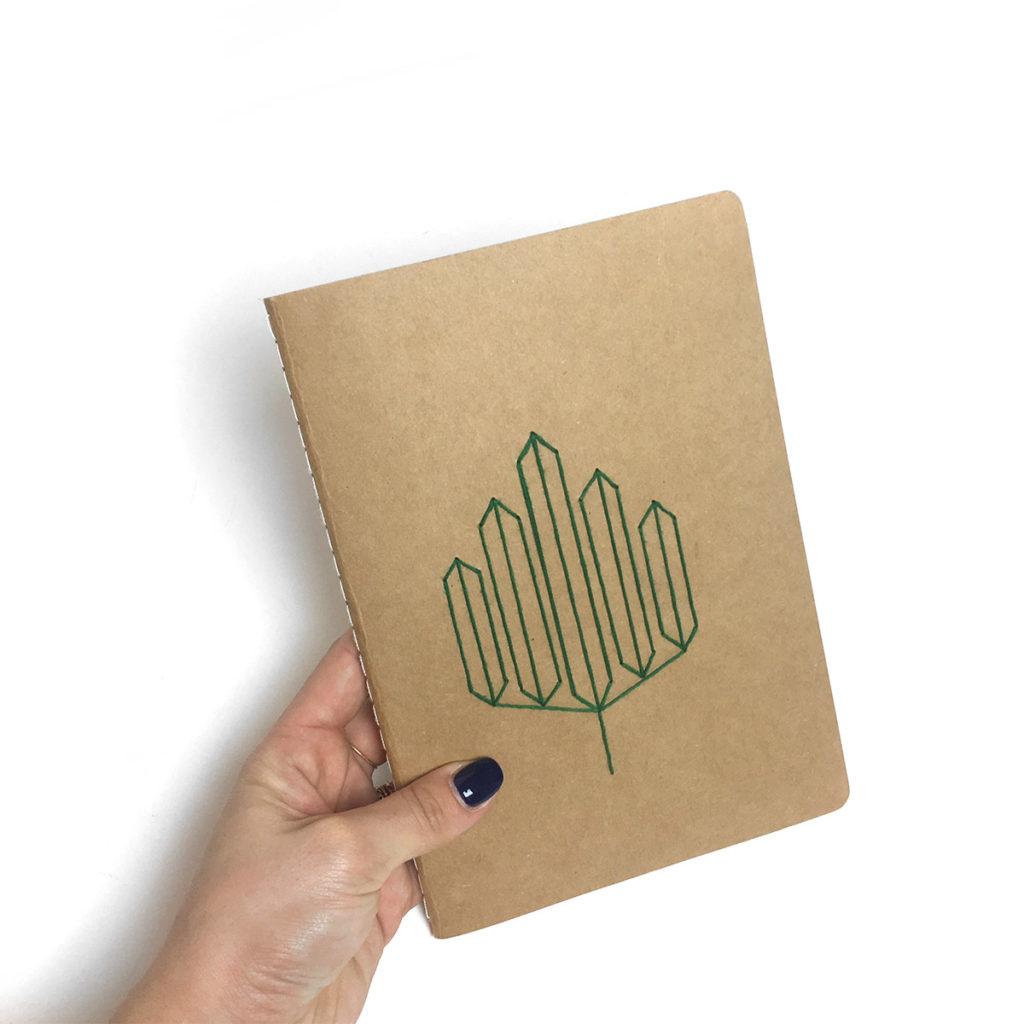 personnaliser cahier broder carnet broderie diy papier geometrique customiser geometrique motifs