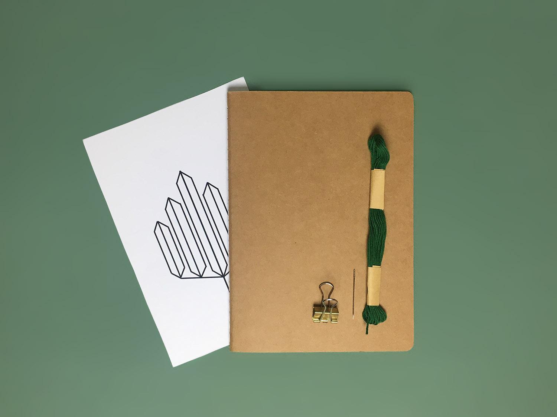 personnaliser cahier broder carnet broderie diy papier geometrique customiser claire barrera