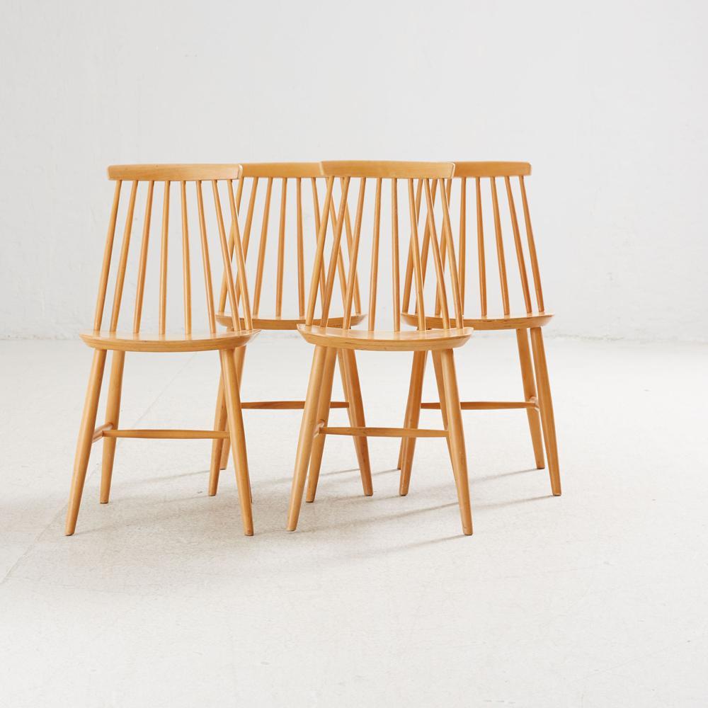 Les chaises «Tellus», quatre d'entre elles adjugées 180 € par Stockholms Auktionsverk Online, Ikeaikea-vintage-rétro-kit-devenu-chic-vente-aux-encheres