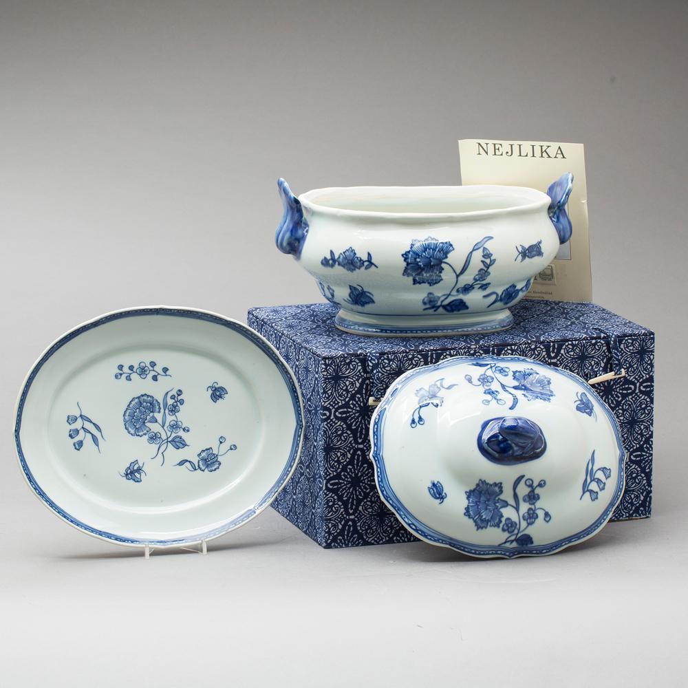 Un plat à terrine en céramique «Nejlika», adjugé 1 390 €, selon le site Barnabys, Ikeaikea-vintage-rétro-kit-devenu-chic-vente-aux-encheres