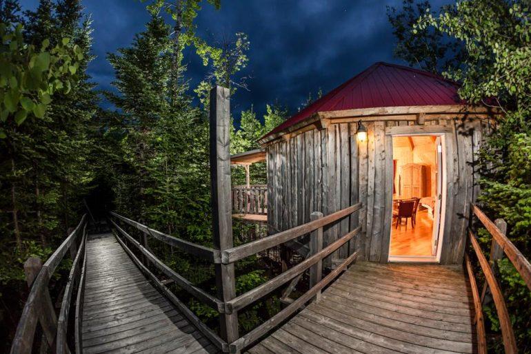 logement-insolite-10-cabanes-dans-les-arbres-a-louer-au-quebecCIME Aventures – Bonaventure (Gaspé)