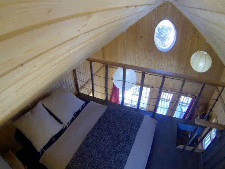 logement-insolite-10-cabanes-dans-les-arbres-a-louer-au-quebecCanopée Lit – Sacré-Coeur