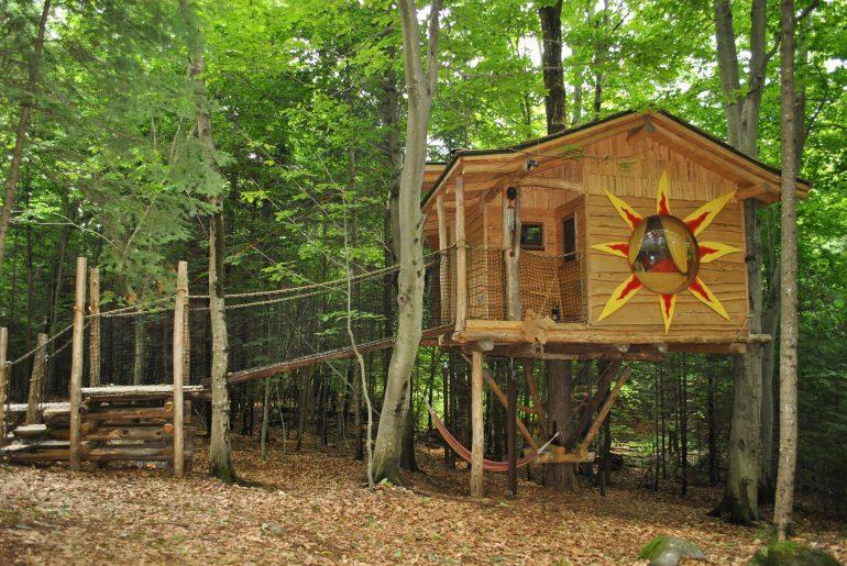 logement-insolite-10-cabanes-dans-les-arbres-a-louer-au-quebecChimo Refuges – Saint-Sauveur