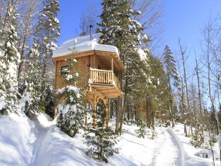 logement-insolite-10-cabanes-dans-les-arbres-a-louer-au-quebecLes Chalets du Trappeur – Wentworth-Nord