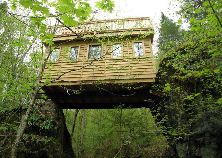 logement-insolite-10-cabanes-dans-les-arbres-a-louer-au-quebecLes Refuges Perchés – Mont-Tremblant