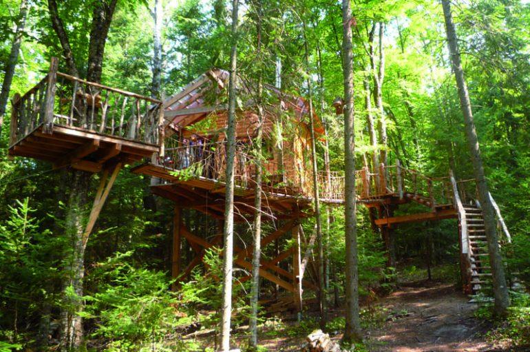 logement-insolite-10-cabanes-dans-les-arbres-a-louer-au-quebecLes Toits du monde – Nominingue