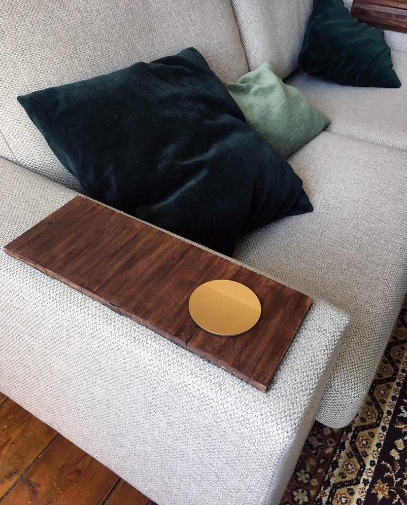 DIY tablette plateau canape accoudoir bois faire tutoriel